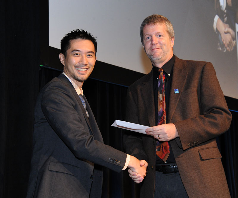 Photo of Joseph Cheng receiving the ISMRM award