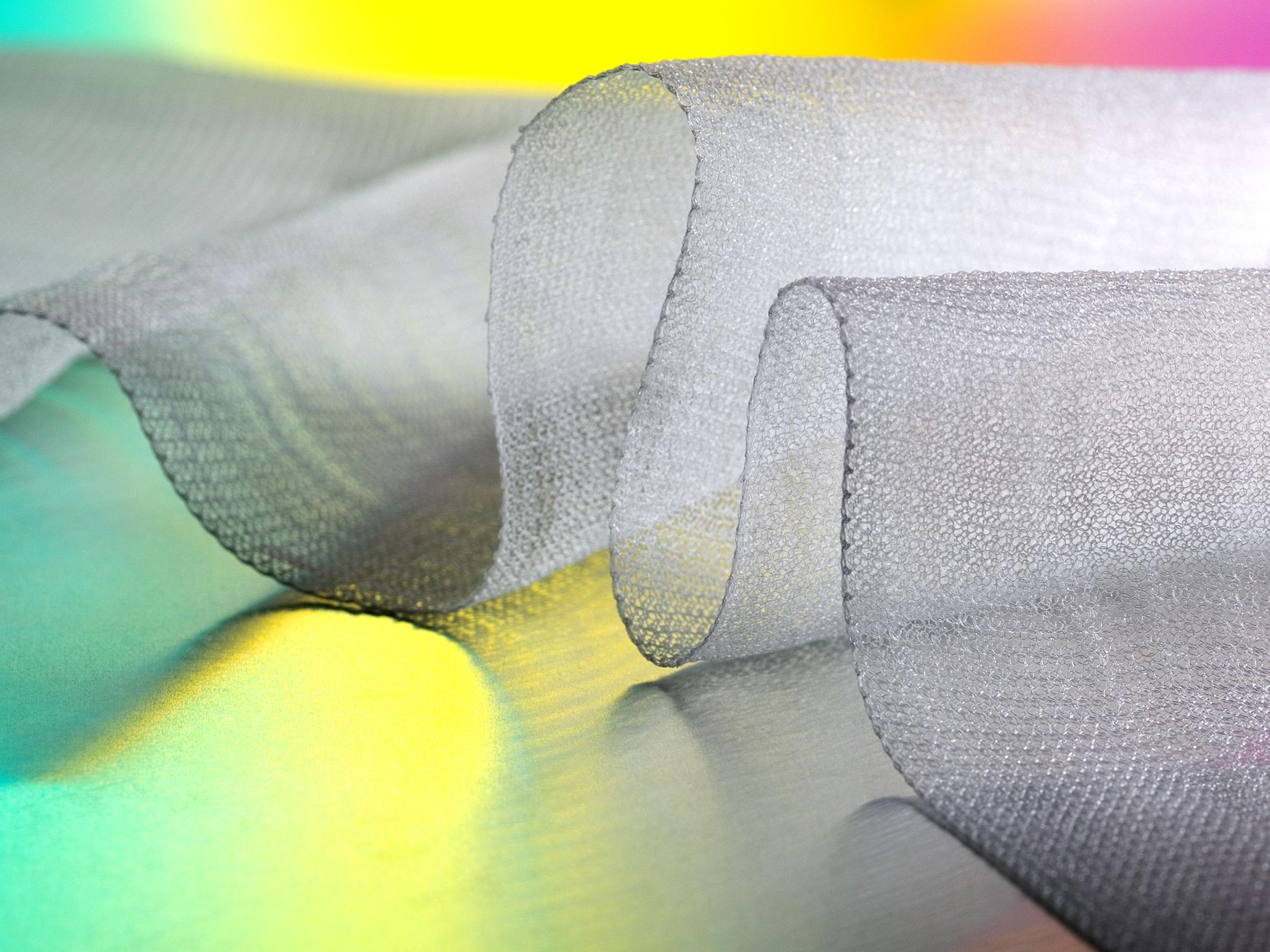 Malla Quirúrgica TephaFLEX hecha de filamentos tejidos de biopolímeros absorbibles TephaFLEX. Fotografía de: Jeffrey Titcomb Studio.