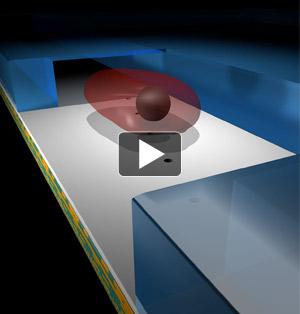 El microscopio optofluídico produce imágenes cuando las muestras flotan a través de una cámara diminuta que se encuentra en la parte de arriba del chip de metal. Cuando es iluminado por arriba, una serie de perforaciones en la parte diagonal del chip permite que la luz pase a través del chip hacia el sensor de imagen. El programa de software reconstruye la imagen. Vea la animimación.