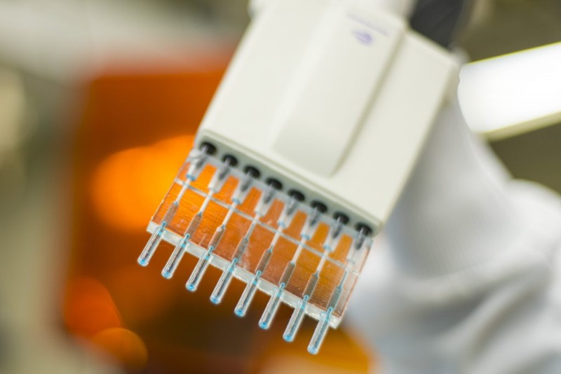 pipette tips that perform an ELISA assay inside the tip